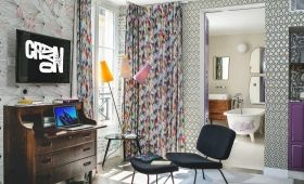 Crayon Hotel - Delightful Drawings Room